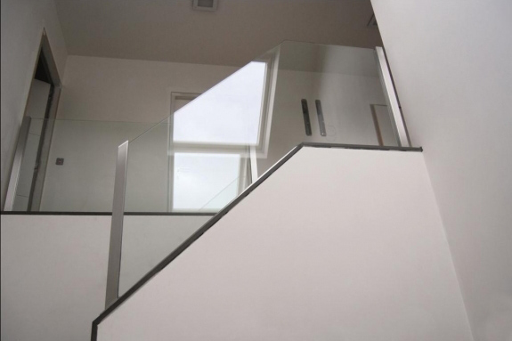 New glass tech for Balustrade en verre exterieur
